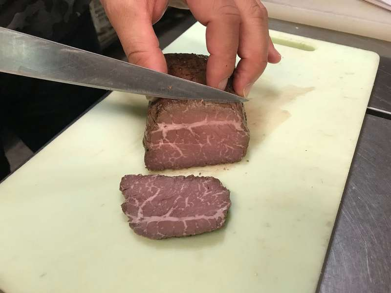 三ケ日牛ローストビーフの切り方