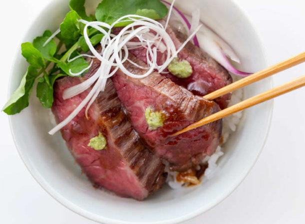 三ケ日牛ローストビーフ厚切り丼